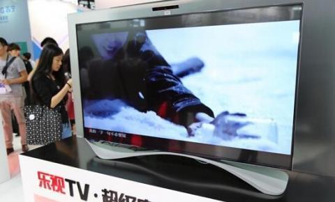 乐视展示两款电视新品Max65/X55 配体感枪