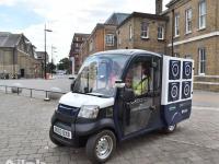 英国电商正测试无人送货车 最大障碍是有门的社区
