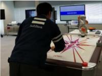 软银集团展示5G技术应用:机器人表演桌上冰球