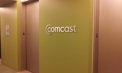 """为庆祝""""网络中立""""废除 Comcast宣布向员工发放1000美元奖金"""