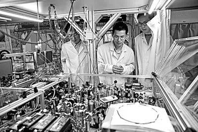 颠覆性技术的预测与展望:以量子信息、生物技术、人工智能、移动互联网为例