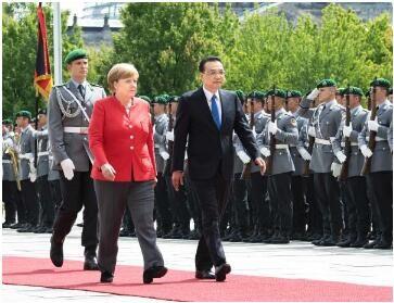 中德总理主持第五轮磋商:签署自动驾驶等20多项合作文件