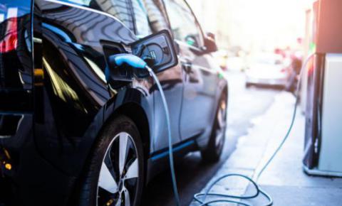 自动驾驶与电动车的协同发展 有助于减排并缓解交通压力