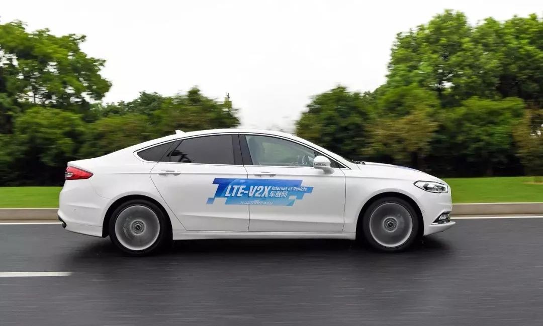 福特汽车首次在中国公开演示C-V2X技术的应用场景