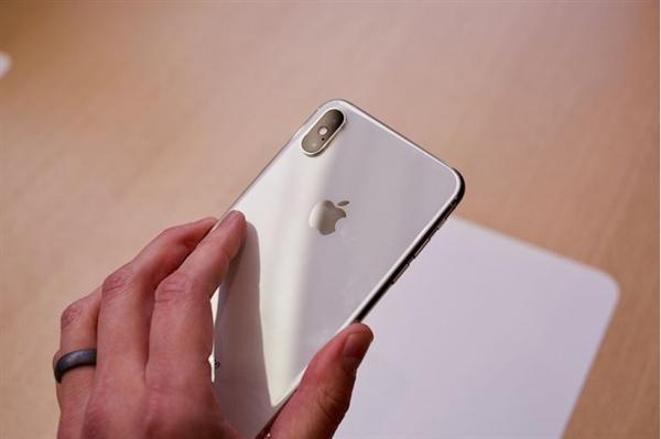 苹果iPhone XS国行今日正式开卖:8699元起