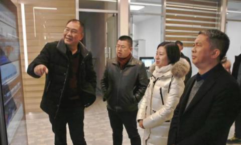 郑欣调研桐梓县融媒体中心建设