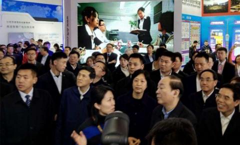 中宣部黄坤明部长视察海看网络科技CCBN展位